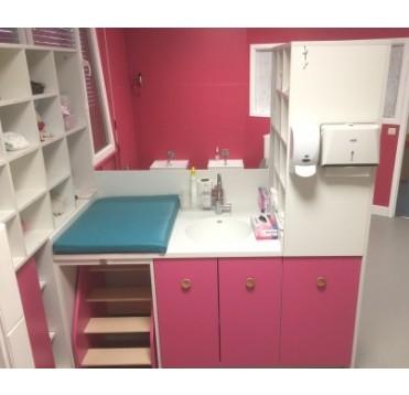 Meuble de change Lg 1300 mm 1 change 1 vasque 1 escaliers escamotable 1 élément poubelle + linge sale et 2 meubles casiers